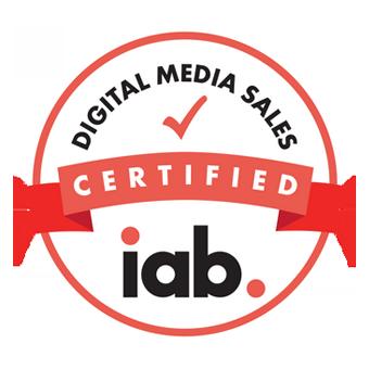 isologo de la certificacion IAB de los empleados de la agencia de publicidad DRAGONES.